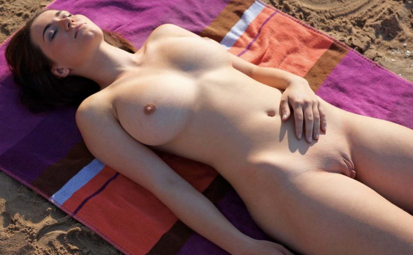 126 Horny Busty Slim Girls NSFW Pics Collection